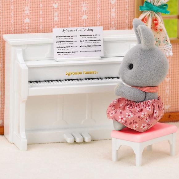 Sylvanian Families Tavşan Kız Kardeş ve Piyano ESE1916